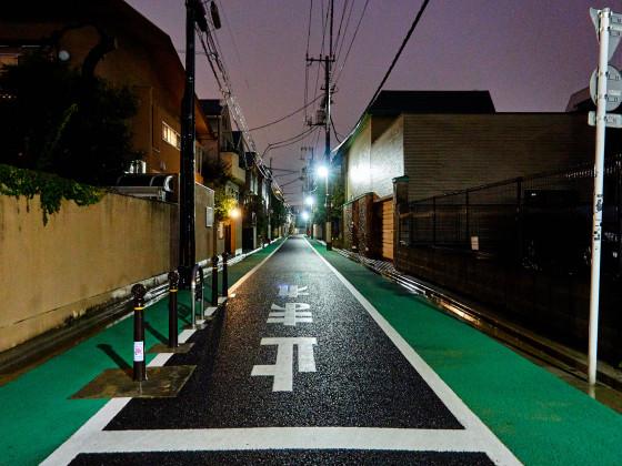Leere Straße nach dem Taifun