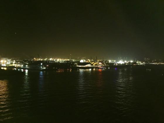 Blick von der Elbphilharmonie auf das südliche Elbufer