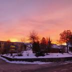 Schöner winterlicher sonnenaufgang in der schweiz