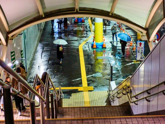 Straße in Japan während des Unwetters