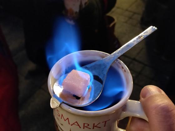 Feuerzangenbowle auf dem Ulmer Weihnachtsmarkt CT